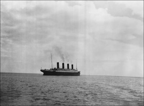 La dernière photo du Titanic sur l'eau, 1912..jpg