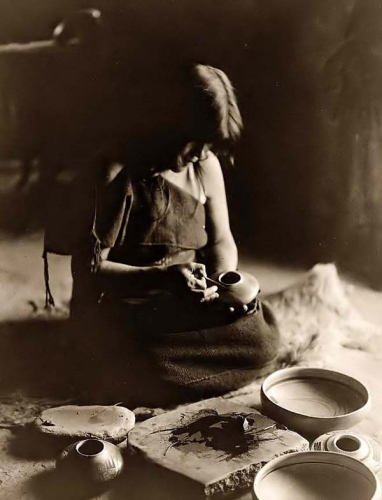 Edward S. Curtis Hopi Potter Woman 1906.jpg