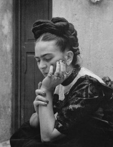 lola alvarez bravo-frida-kahlo 1944.jpg