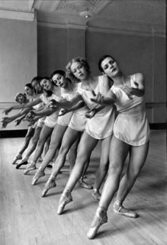 Alfred Eisenstaedt Eisie ballet corps  1936.jpg
