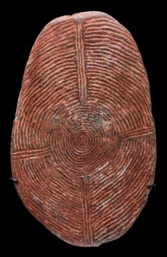 art aborigène Stone churinga  Central Desert area, late 19th early 20th century Australie.jpg