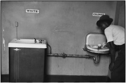 Elliott_Erwitt_USA_North_Carolina_1950.jpg