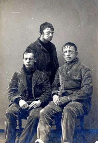 des-Étudiants-de-Princeton-après-une-bataille-de-boules-de-neige-en-1893-entre-première-et-deuxième-année.jpg