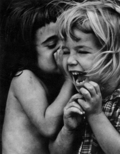 Dave HEATH Philadelphia [girls sharing a secret], 1954.jpg