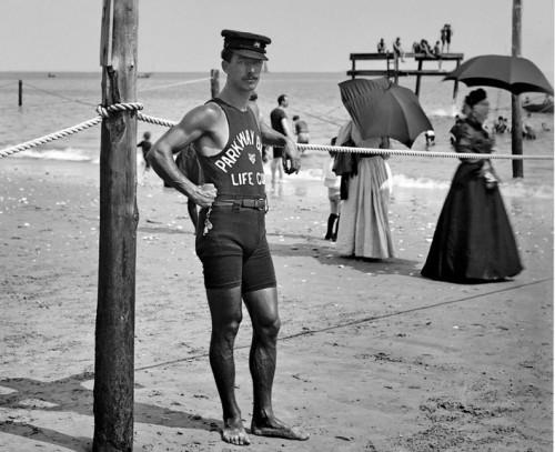 un-sauveteur-des-années-1920.jpg
