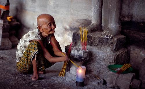 Konstantino Hatzisarros Amputated Worshipper, Angkor Wat, Cambodia.jpg