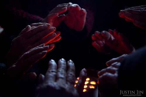justin-jin-urbanisationThe elderly in the Henan village warm their hands in a coal stove.jpg