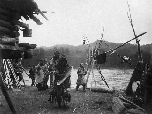 An Udeghe shaman photographed in 1931.jpg