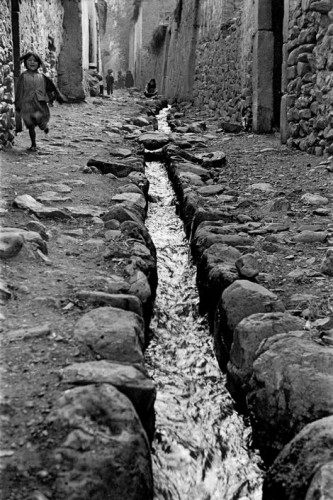 Sergio Larrain village opn the road to machu pichu 1957.jpg