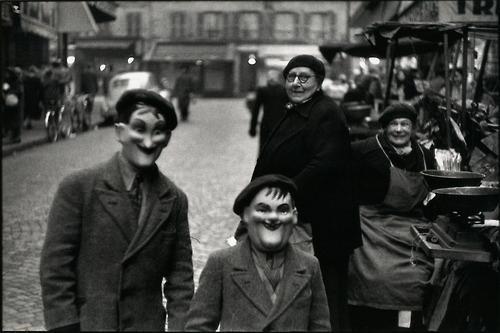 elliott-erwitt-paris-1949-personal-exposures--L-lbQU8z.jpg