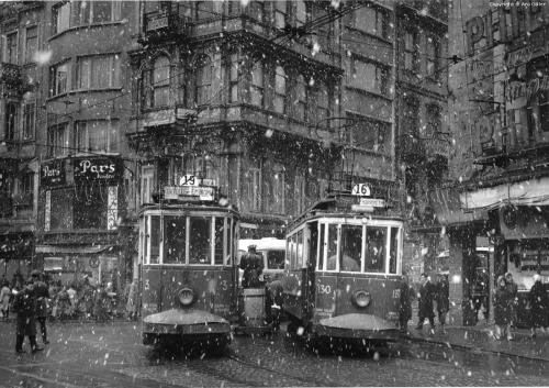 Ara_güler_Istanbul.jpg