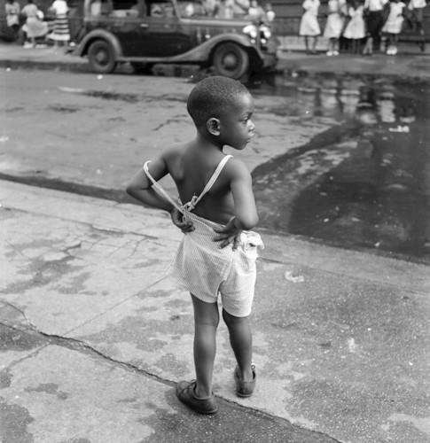 grodon parks Untitled, Harlem, 1948.jpg