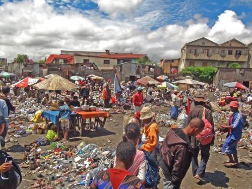 Projet Zanaky ny lalana Antanarivo Andrianina Ramim'S Le marché d'ordures de Manarintsoa-Anatihazon.jpg
