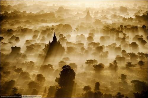 dima chatrov Myanmar birmanie Sunrise shot from balloon.jpg