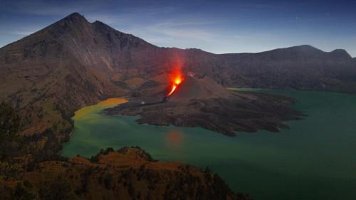 Martin Rietze Mount Rinjani, Lombok, Indonesia 20130314.jpg