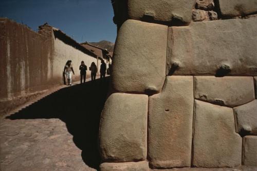 stuart franbklin Cuzco. Inca walls. Pizarro 1992.jpg