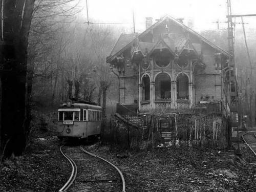 une petite gare de tramway, à Zugliget, près de Budapest, dans les années 60 _n.jpg