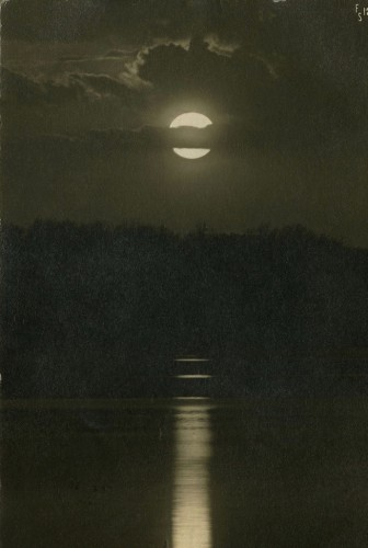Moon Over Lake Redwood, Redwood Falls, Minnesota, US inconnu.jpg