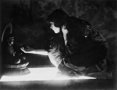 theda Bara in The soul of Buddha 1918.jpg