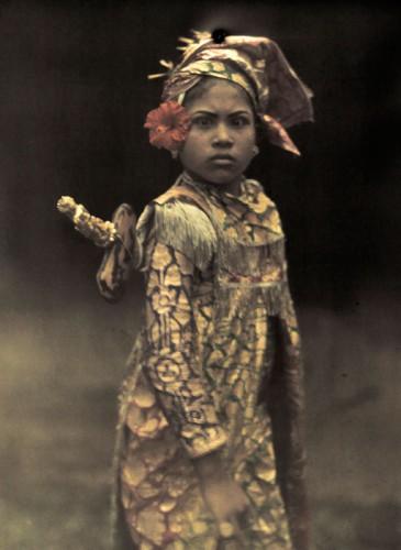 Jules Gervais Courtellemont fillette actrice Bali 1928.jpg