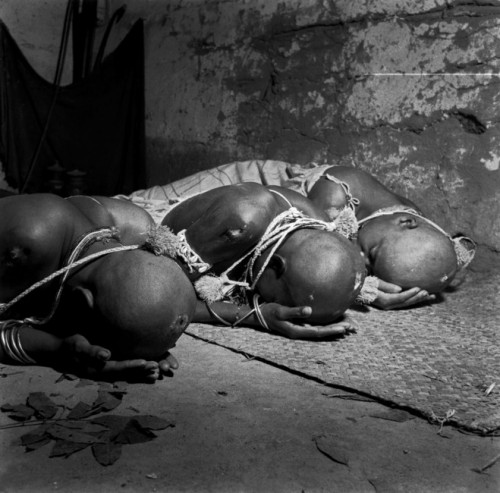 josé médieros José Medeiros, Novices, Rituel d'initiation des filles-de-saint, Salvador, Brésil, 1951 .jpg