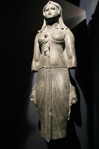 Reine vêtue en Isis Thônis-Héracléion.jpg