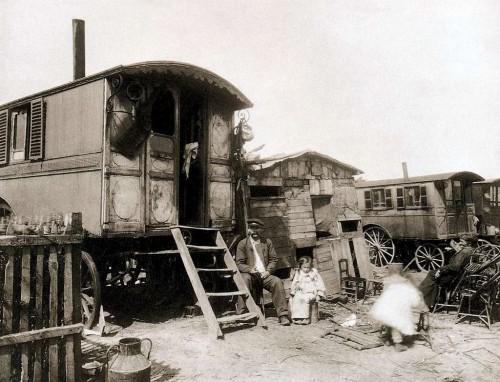 EUGENE ATGET - LE VILLAGE D IVRY 1910.jpg