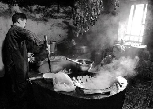 HO Shu-cheung Philip  Busy kitchen.jpg