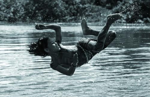 Alice Kohler jeune fille Araweté Xingu river Brésil.jpg