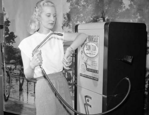 un-distributeur-automatique-de-bronzage-1949.jpg