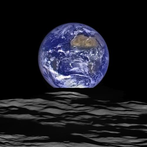 la terre vue de la lune nasa 2015.png