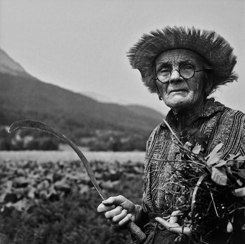 Vivian Maier vallée du Champsaur Provence 1950's .jpg