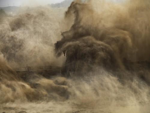 Edward Burtynsky Xiaolangdi Dam Yellow River Henan Province, China.jpg