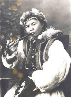 Auteur inconnu Oirat Woman, Oblispolk. 1920's.jpg