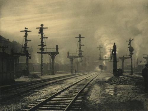 Leonard Misonne, dans la gare de Namur, en Belgique, en 1938_n.jpg