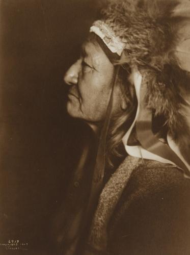 Two Moons (1847–1917), or Ishaynishus (Cheyenne Éše'he Ôhnéšesêstse).jpg