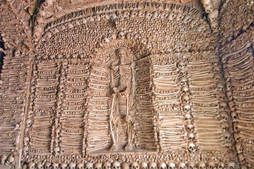 Capella dos Ossos de Evora Portugal.jpg