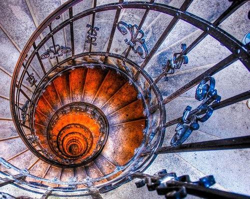 Mike Ancien Escalier d'un musée part.jpg