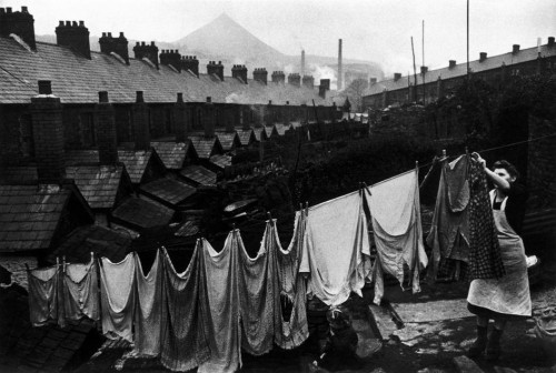 willima eugène smith Wales. 1950. A Welsh coalmining town. Laundry day.jpg