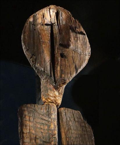 Idole de Shigir Mine d'or de Sverdlosk (Russie) 11500 ans plus ancienne sculpture en bois .jpg