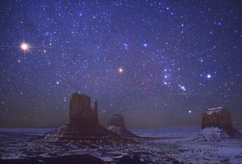 Wally Pacholka Mars et Orion au-dessus de Monument Valley .jpg