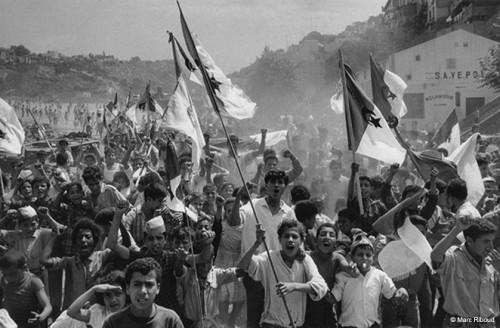 Marc Riboud   Alger, Bouzaréah, 1962. Le 2 juillet 1962.jpg