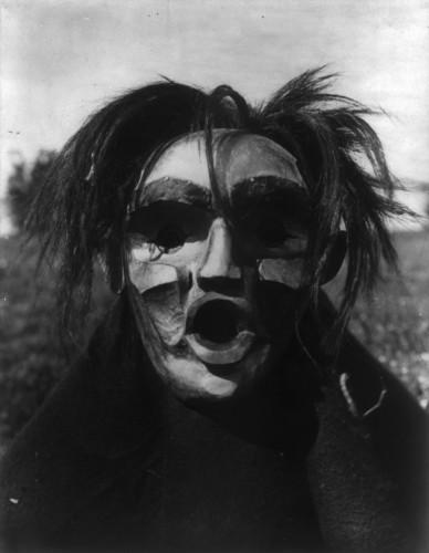 Edward Curtis Tsunukwalahl- 1914.jpg