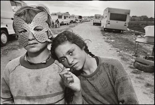 mary ellen mark-Gypsy Camp, Barcelona, Spain, 1987.jpg