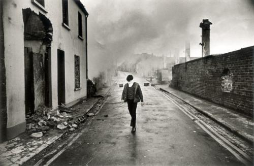 Christine Spengler Irlande du Nord, Londonderry, 1972.jpg