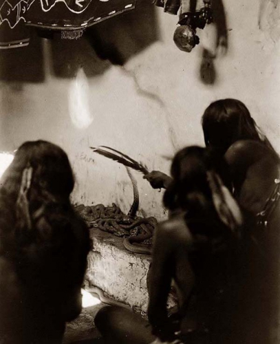Edward S. Curtis Singing Snakes Shipolovi Hopi Snake céremony New Mexico 1906.jpg