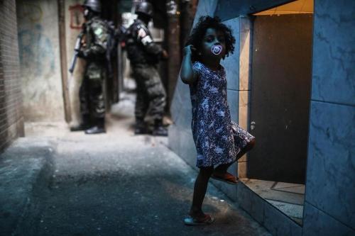 Mario Tama Rio de Janeiro, favela da Rocinha Brazil 26 September 2017_n.jpg