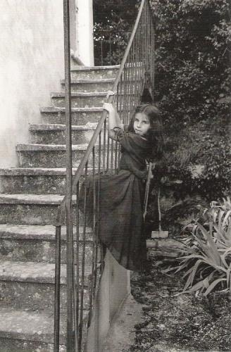 Jean-Philippe Charbonnier, Eglantine et la robe de sa grand-mère.jpg