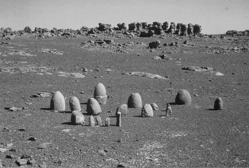 Bétyles de Tan Khedidja, Tassili-n-Ajjer (photo Malika Hachid).jpg