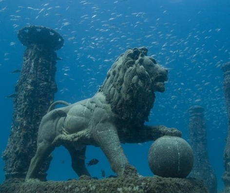 cleopatra palace lion-underwater.png